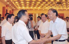 集团董事长、总经理丁山华受到时任国务院总理温家宝亲切接见