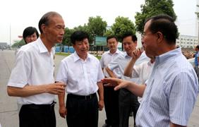江苏省副省长傅自应来上上集团视察