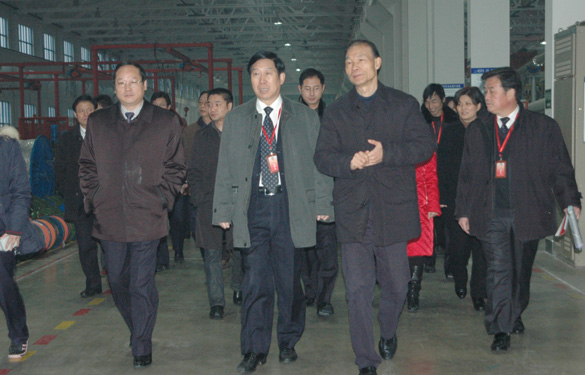 溧阳市全体人大代表、政协委员一行600余人来江苏上上电缆集团参观